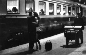 abbraccio alla stazione