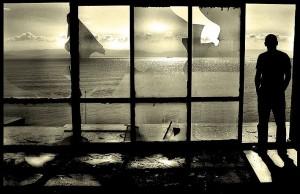uomo+alla+finestra